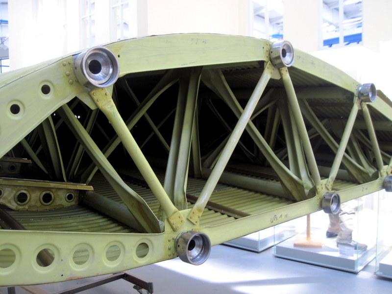 海外ツーリング ドイツ 旧東ドイツ オートバイレンタル デッサウ バウハウス デッサウ校 ユンカース技術博物館  Ju 52翼の鋼管骨格@Technikmuseum Hugo Junkers