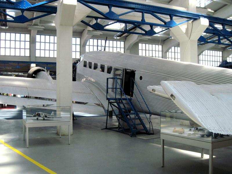海外ツーリング ドイツ 旧東ドイツ オートバイレンタル デッサウ バウハウス デッサウ校 ユンカース技術博物館  Ju 52登場口@Technikmuseum Hugo Junkers