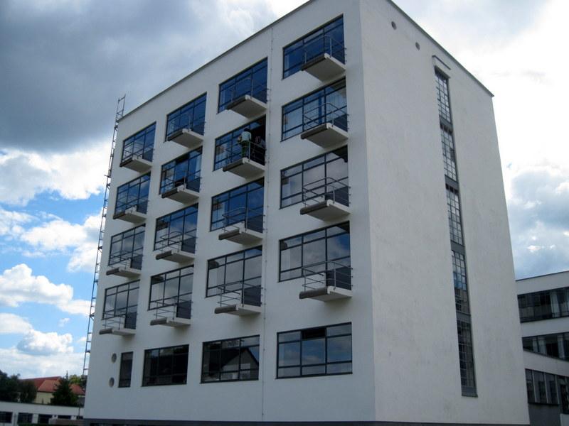 海外ツーリング ドイツ 旧東ドイツ オートバイレンタル デッサウ バウハウス デッサウ校  宿泊可能な元学生寮@Bauhaus Dessau