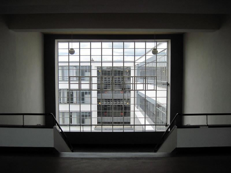 海外ツーリング ドイツ 旧東ドイツ オートバイレンタル デッサウ バウハウス デッサウ校  バウハウス校 窓より@Bauhaus Dessau