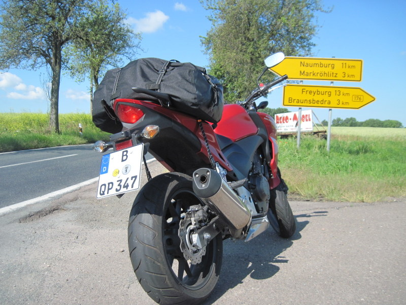 海外ツーリング ドイツ 旧東ドイツ オートバイレンタル デッサウ   ベルリン   HONDA CBF500 後部@ Pettstädt近郊