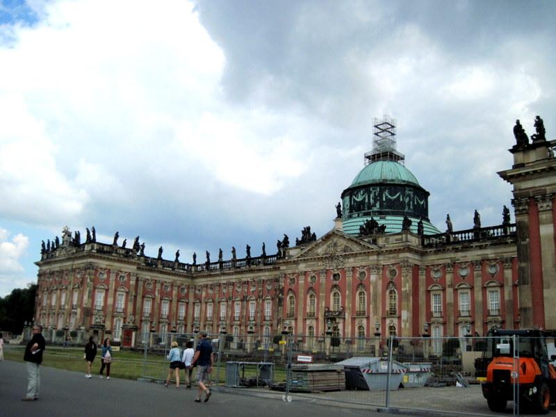 海外ツーリング ドイツ 旧東ドイツ オートバイレンタル  ベルリン ポツダム サンスーシ宮殿 カラヴァジョ