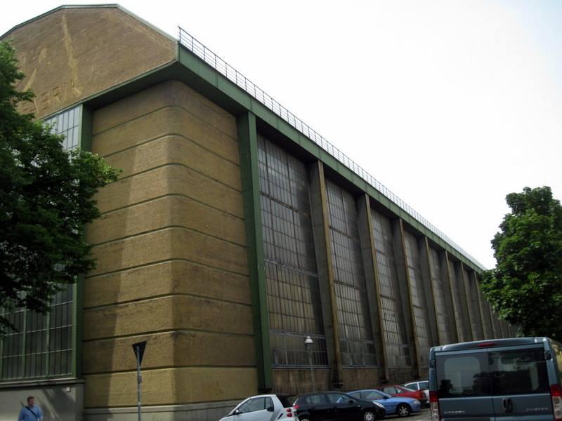 海外ツーリング ドイツ 旧東ドイツ オートバイレンタル  ベルリン デッサウ バウハウス テルテン ジードルンク   AEGタービン工場側面(AEG Turbinenfabrik)