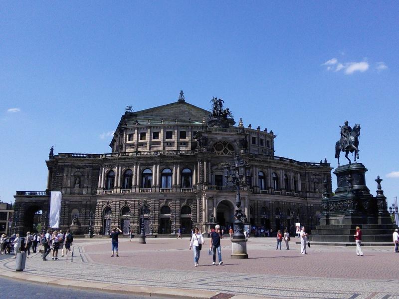 海外ツーリング ドイツ 旧東ドイツ オートバイレンタル  ベルリン デッサウ バウハウス テルテン ジードルンク   ドレスデン歌劇場(ゼンパー・オーパー)@Semperoper Dresden