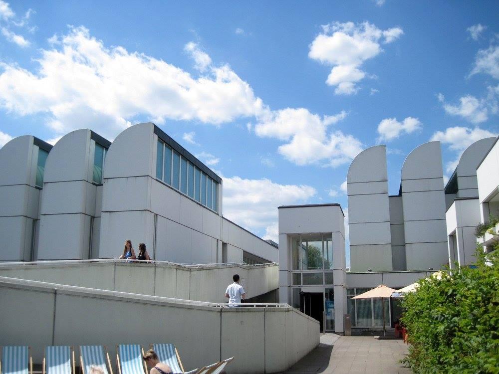 海外ツーリング ドイツ 旧東ドイツ オートバイレンタル  ベルリン デッサウ バウハウス テルテン ジードルンク  バウハウス資料館@Bauhaus-Archiv