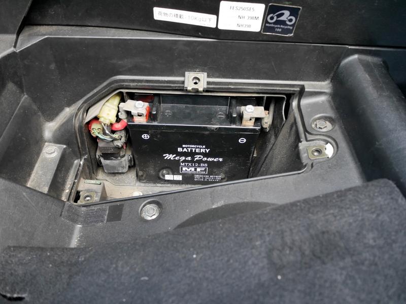 ホンダ フォーサイト EX バッテリー交換方法 交換用のバッテリー設置完了