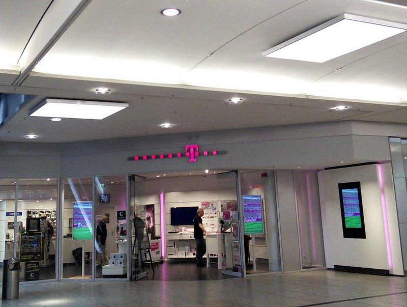 海外SIMの購入の仕方、準備、使い分け 昔のT-Mobileのショップ @Berlin