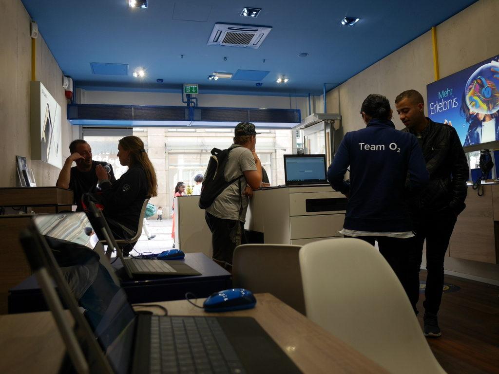 海外SIMの購入の仕方、準備、使い分け O2ショップの様子 @Hamburg