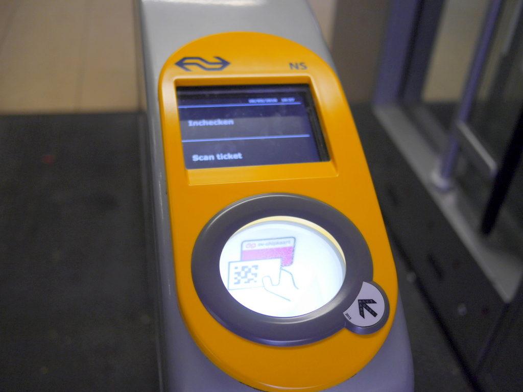海外SIMの購入の仕方、準備、使い分け オランダの電子改札 @Station Amsterdam Centraal