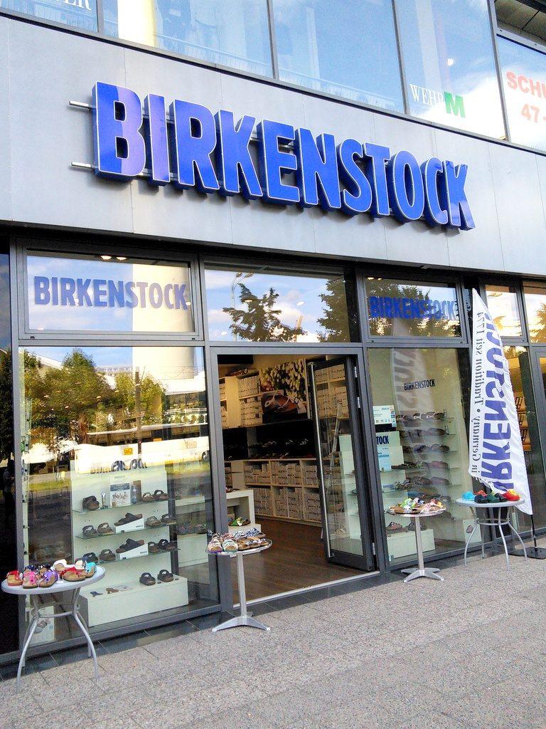旅行靴の選び方、旅靴の一工夫 ドイツのビルケンシュトック店 @Berlin