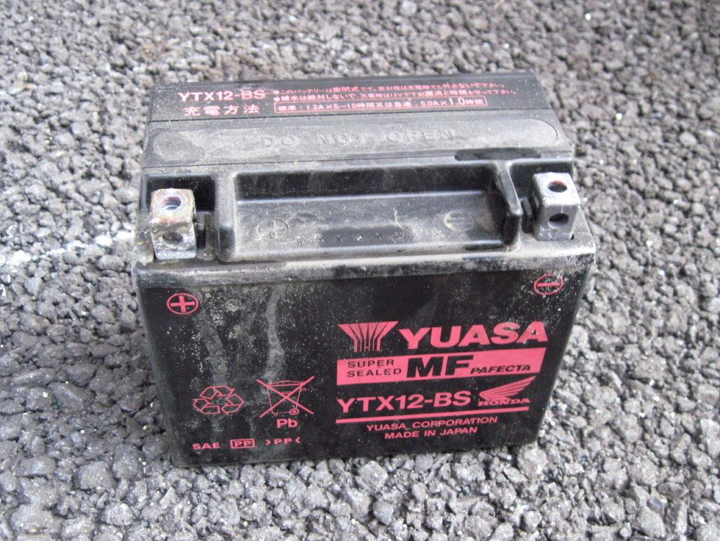 ホンダ フォーサイト EX バッテリー交換方法  YUASA YTX12-BS