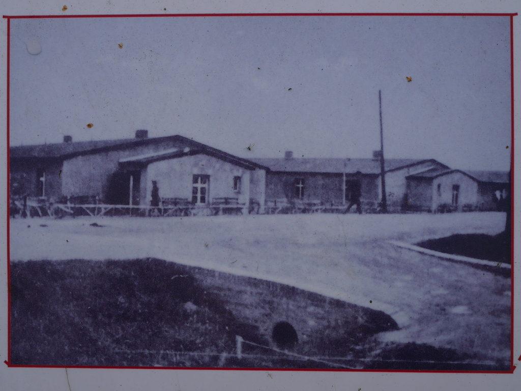 メシアン 世の終わりのための四重奏曲 ゲルリッツの捕虜収容所 時の終わりへ メシアンカルテットの物語 当時のバラックの写真@Stalag VIII-A 跡地