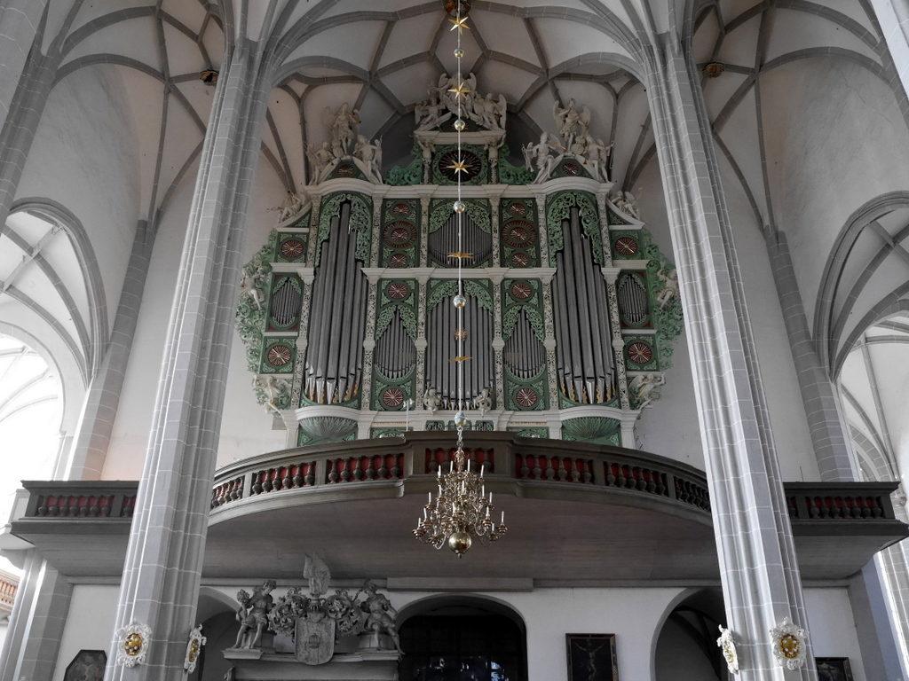 メシアン 世の終わりのための四重奏曲 ゲルリッツの捕虜収容所 時の終わりへ メシアンカルテットの物語  ゲルリッツの聖ペテロ・パウロ教会 のオルガン