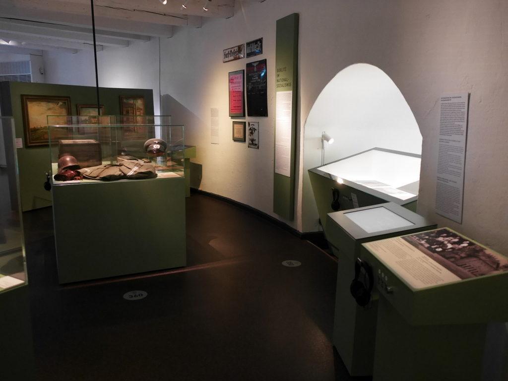 メシアン 世の終わりのための四重奏曲 ゲルリッツの捕虜収容所 時の終わりへ メシアンカルテットの物語  捕虜収容所 Stalag VIII-A のブース@ゲルリッツ歴史博物館