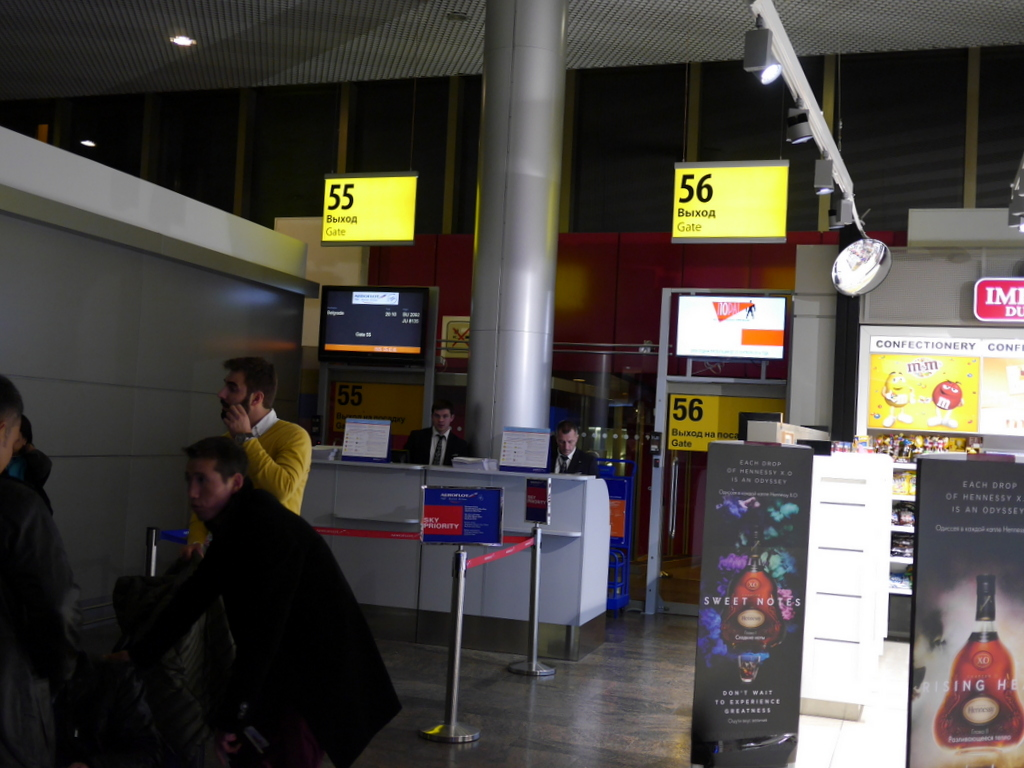 大空港の乗り継ぎ(トランジット)のミスとロストバゲージの恐怖 ゲート前のスペースはかなり狭い@シェレメーチエヴォ空港