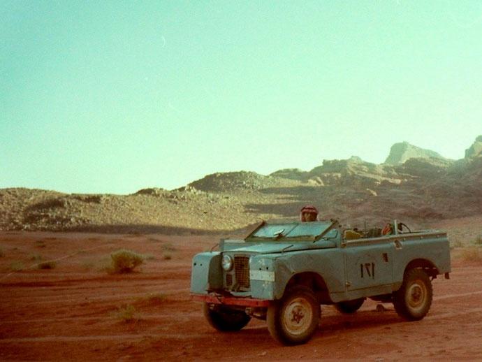 スターウォーズ ハリウッド クラシック音楽 砂漠 ジョン ウィリアムズ コルンゴルト 蓮實重彦  かなり年代物のランドローバー。ここも今では観光地化され、かなり設備も改善されたと聞く  @ワジラム/ワディラム砂漠