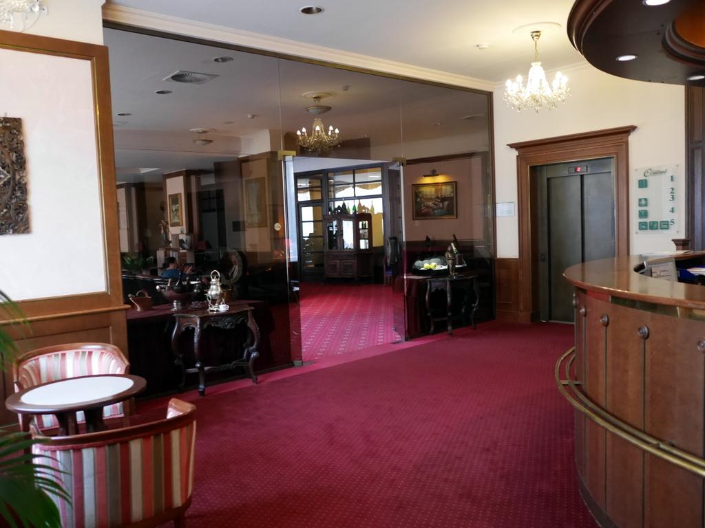 ズデーテン地方 チェコ  カルロヴィ ヴァリ ホテル内  @ Interhotel Central