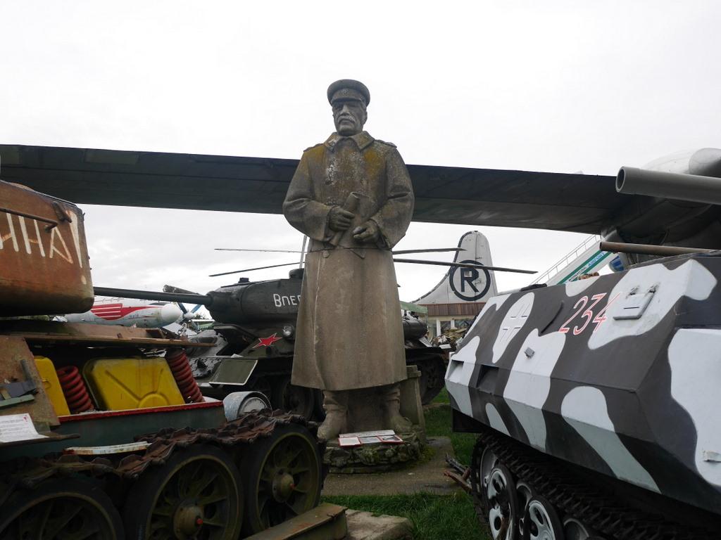 プルゼニ プルゼニュ ピルゼン チェコ ボヘミア 航空機博物館 AirPark スターリン像まであった、どうも市内に飾られていたものらしい@AirPark
