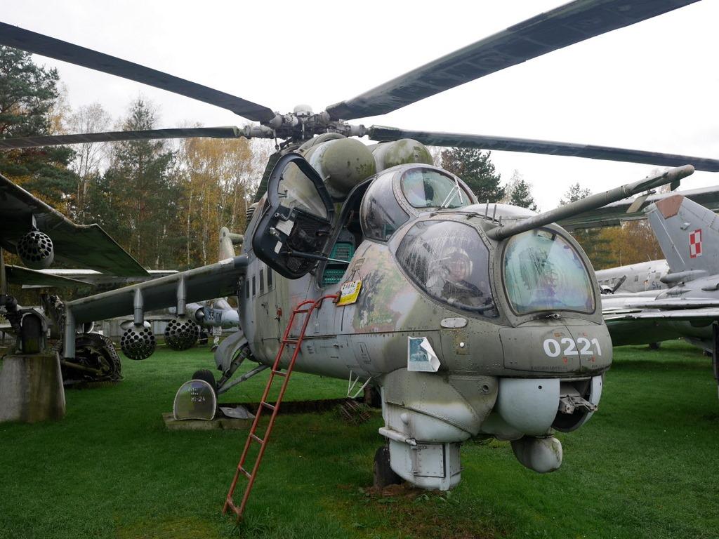 プルゼニ プルゼニュ ピルゼン チェコ ボヘミア 航空機博物館 AirPark  搭乗可能なヘリコプター Mi-24 ハインド @AirPark