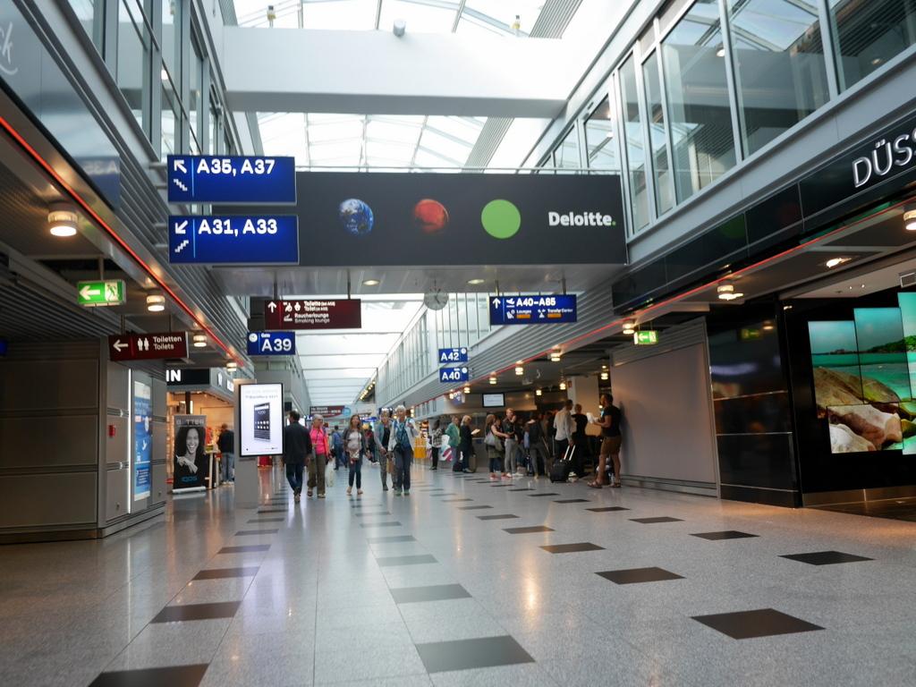 デュッセルドルフ 乗り継ぎとドイツの税関は怖くない 問題なく入国審査をクリア @Düsseldorf Airport