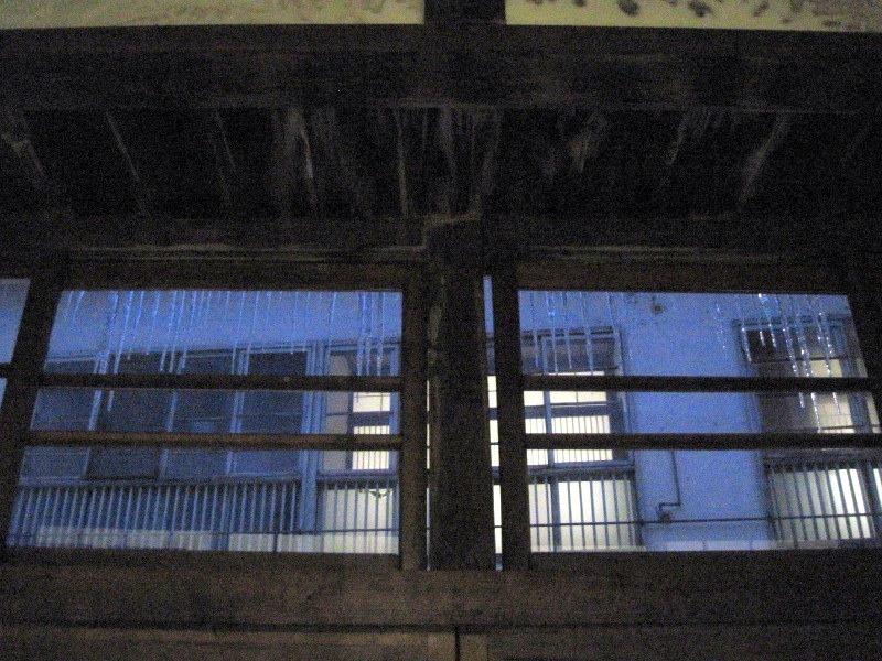鉛温泉 藤三旅館 湯治部  湯治逗留 雪景色 年越し 自炊旅 湯治旅 自炊湯治  隙間があるガラス窓