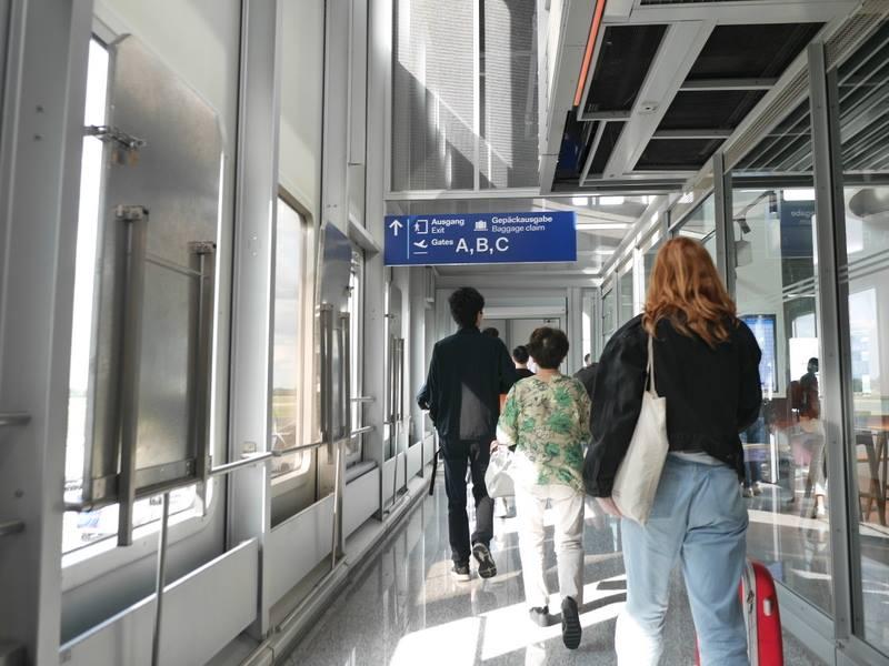 デュッセルドルフ 乗り継ぎとドイツの税関は怖くない ABCの看板が目印@Düsseldorf Airport