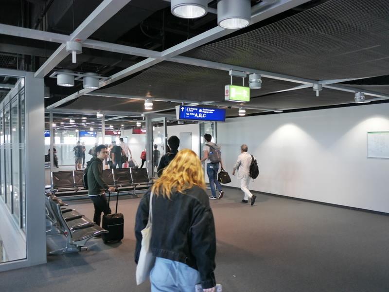 デュッセルドルフ 乗り継ぎとドイツの税関は怖くない 引き続きABCの看板通りに@Düsseldorf Airport