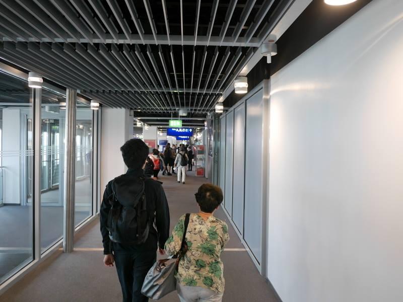 デュッセルドルフ 乗り継ぎとドイツの税関は怖くない 曲がって再び真っ直ぐ@Düsseldorf Airport