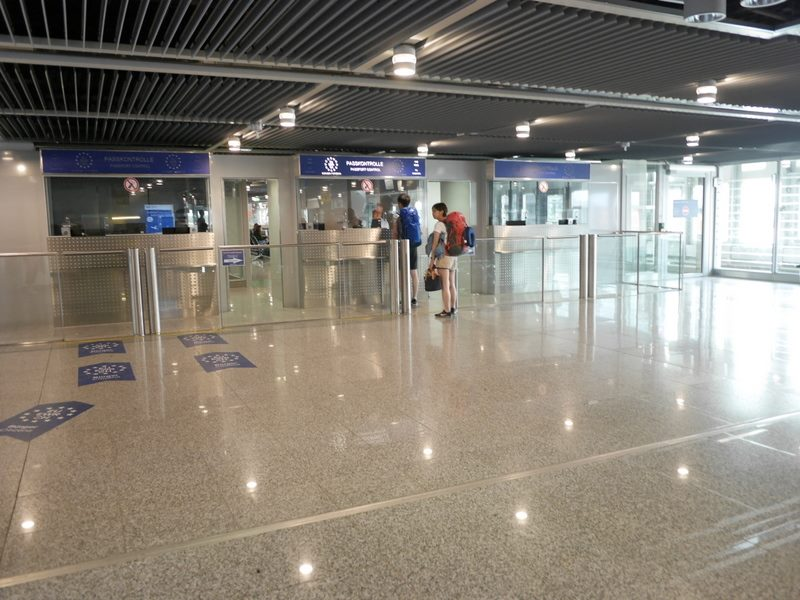 デュッセルドルフ 乗り継ぎとドイツの税関は怖くない 入国審査がある@Düsseldorf Airport