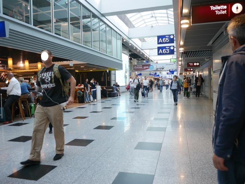 デュッセルドルフ 乗り継ぎとドイツの税関は怖くない ここから各ゲートへ向かう、もしくは一休憩をば @Düsseldorf Airport