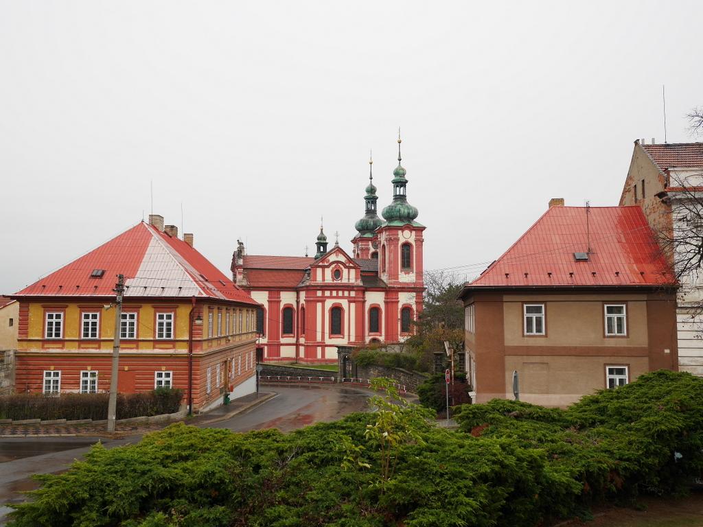プラハ近郊 チェコ ズロンチツェ ズロニツェ  ドヴォルザーク  街中の教会 @Zlončice