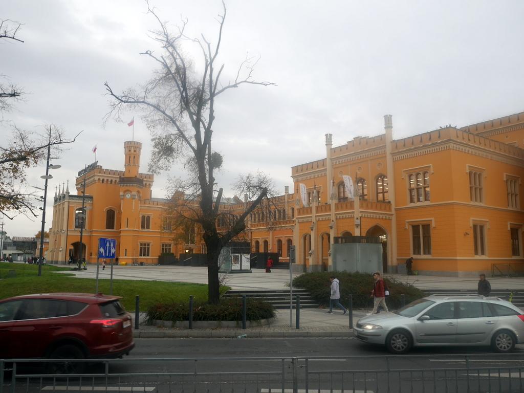 シロンスク シレジア 地方 ヴロツワフ ブロツワフ ブロツラフ ブレスラウ  路面電車内から見えたヴロツワフ中央駅 @Wroclaw