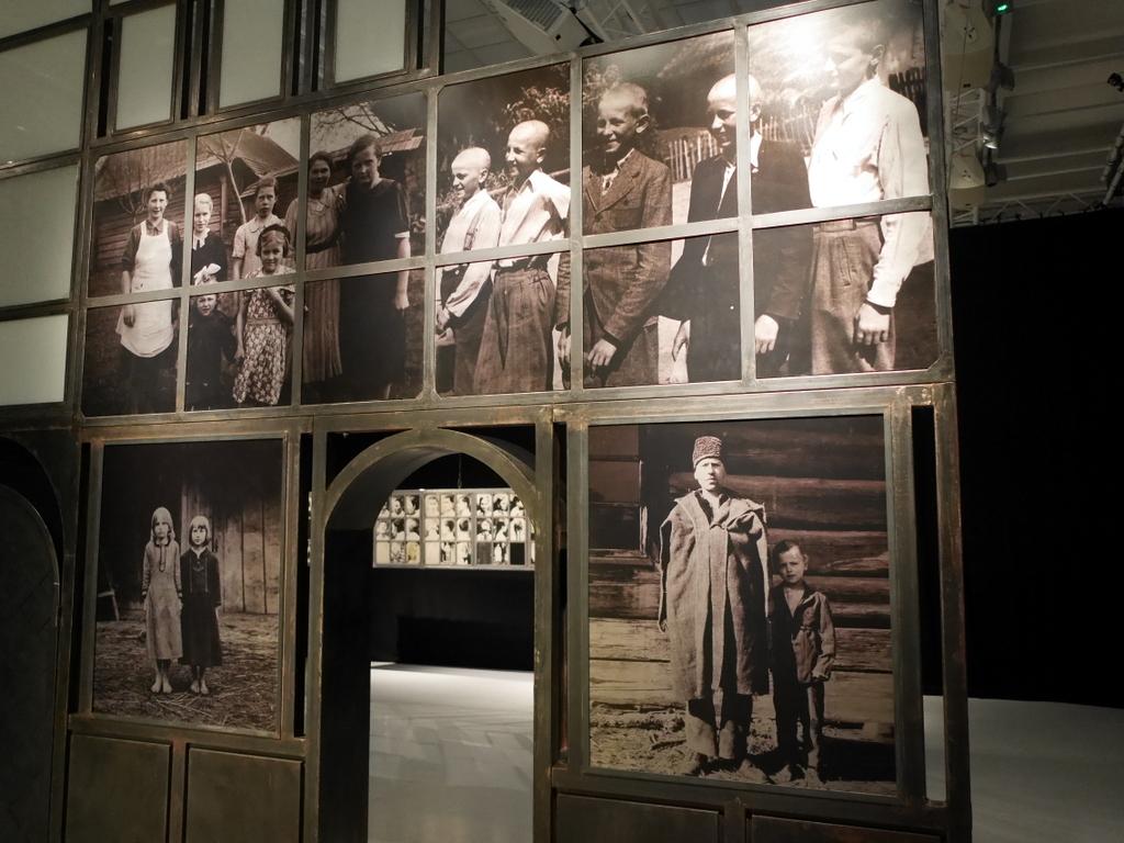 """ヴロツワフ ブレスラウ  美術館 シロンスクの芸術都市 現代美術館 Dorota Nieznalska """"SRV Sektion Rassen- und Volkstumsforschung Studies"""" @Pawilon Czterech Kopu (in memory of my Family and all those affected by the 1947 forced displacements of the Vistula Operation) (1947年のヴィスワ作戦によって強制追放された私の家族とその影響を受けたすべての家族を思い出して)"""