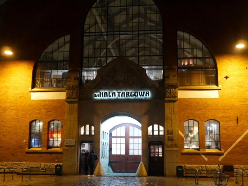 シロンスク シレジア 地方 ヴロツワフ ブロツワフ ブロツラフ ブレスラウ ヴロツワフ屋内市場  夜のヴロツワフ屋内市場 @Hala Targowa Wrocław