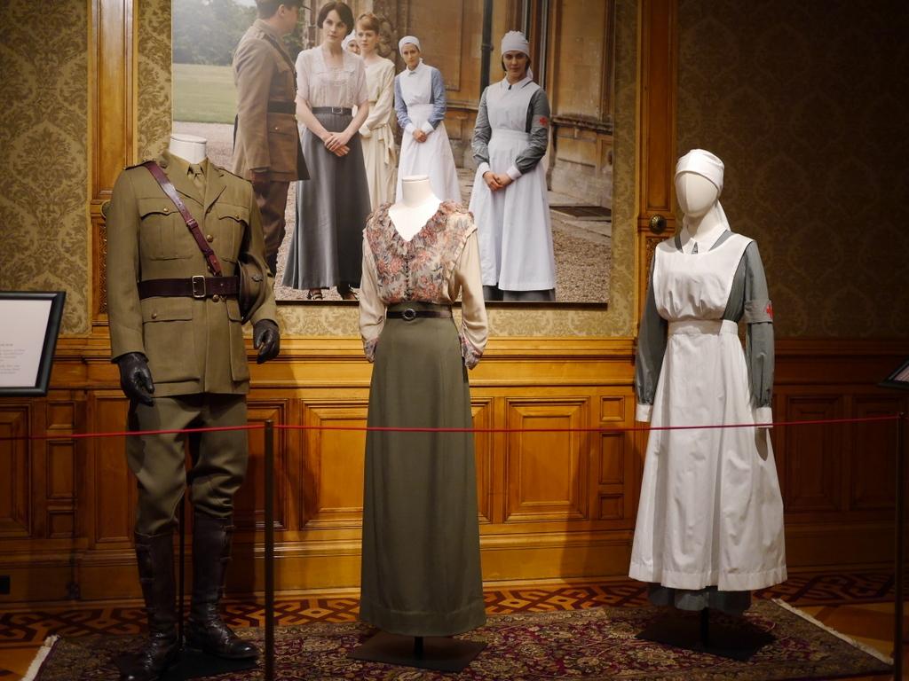 ダウントン アビー DowntonAbbey 衣装展 ファッション シカゴ ドライハウス ミュージアム DRESSING DOWNTON 時代考証  戦時中のファッション(シーズン2、1916〜1918年)