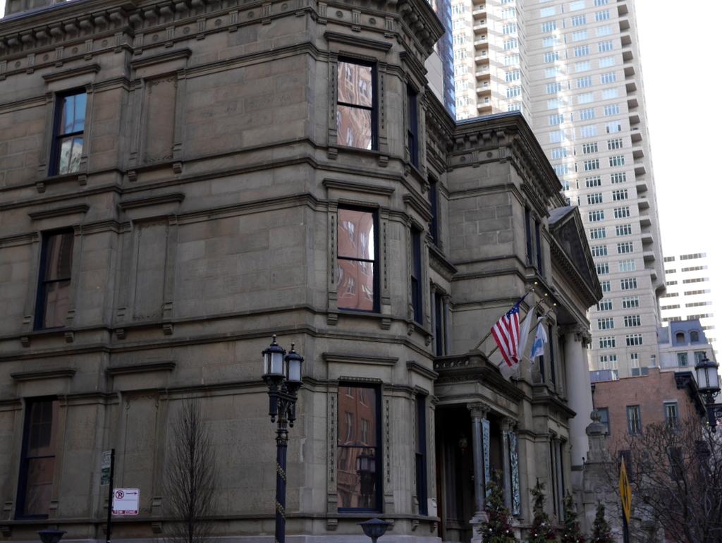 ダウントン アビー DowntonAbbey 衣装展 ファッション シカゴ ドライハウス ミュージアム DRESSING DOWNTON 時代考証  ドライハウス ミュージアム外観 @Driehaus Museum