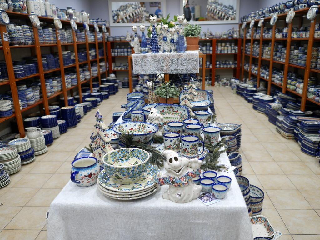 下シレジア地方 ポーランド  ボレスワヴィエツ ボレスワビエツ  ポーランド食器 その中の1店舗の様子 @Kalich Ceramics Outlet Stor