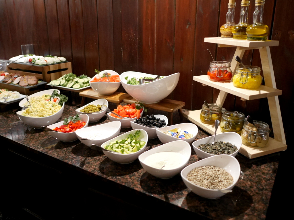 下シレジア地方 ポーランド   クリチュクフ城 朝食も選択肢が多いビュッフェスタイル @Zamek Kliczków
