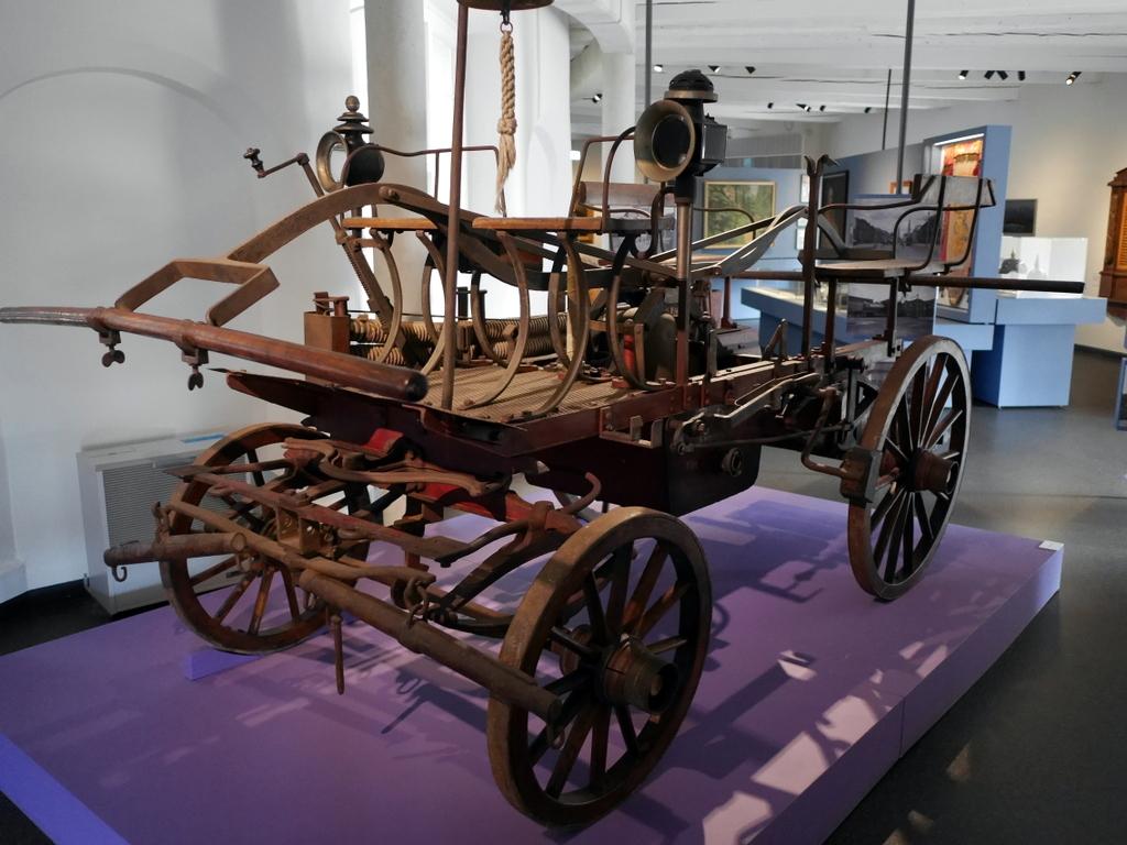 ゲルリッツ 博物館 ゲルリッツ歴史博物館 ドイツ中世都市 発展史 1924年に初めてゲルリッツで使用された消防車 @Kulturhistorisches Museum Görlitz