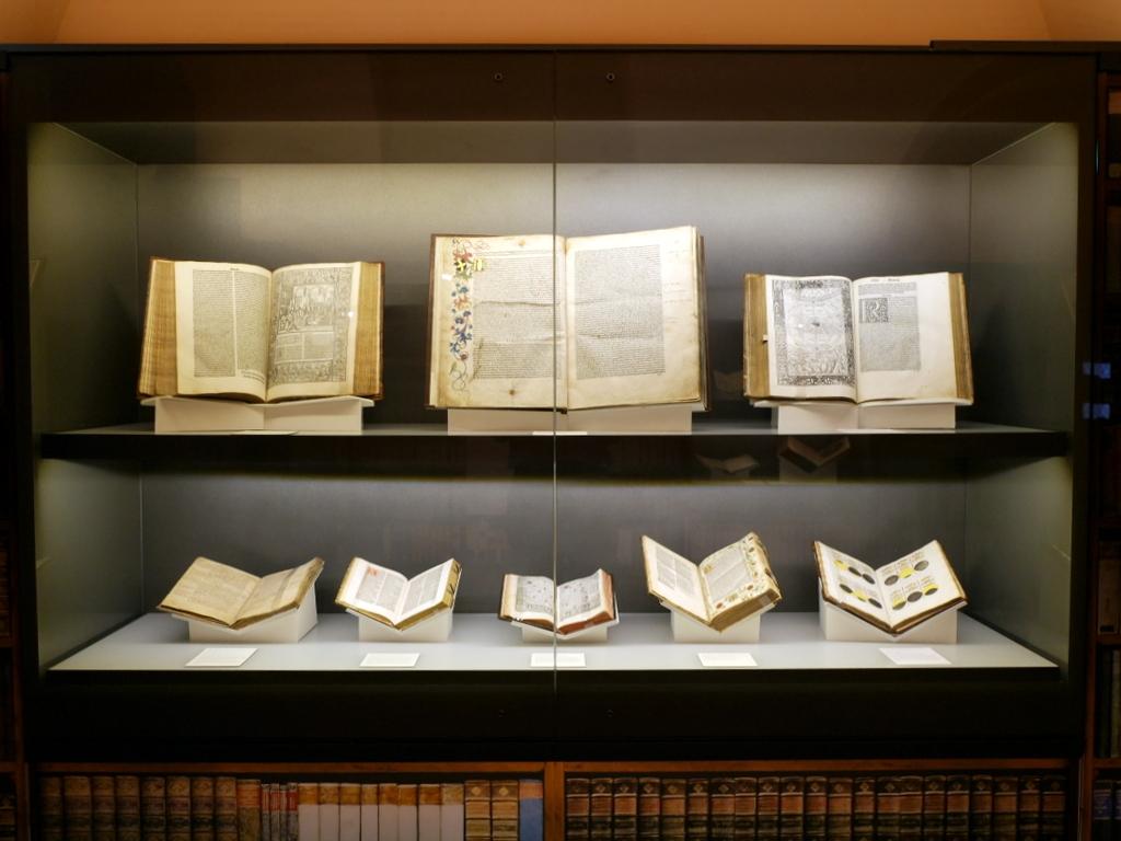 ゲルリッツ 博物館 ゲルリッツ歴史博物館  オーバーラウジッツ学術図書館 蔵書の展示棚  @Oberlausitzische Bibliothek der Wissenschaften