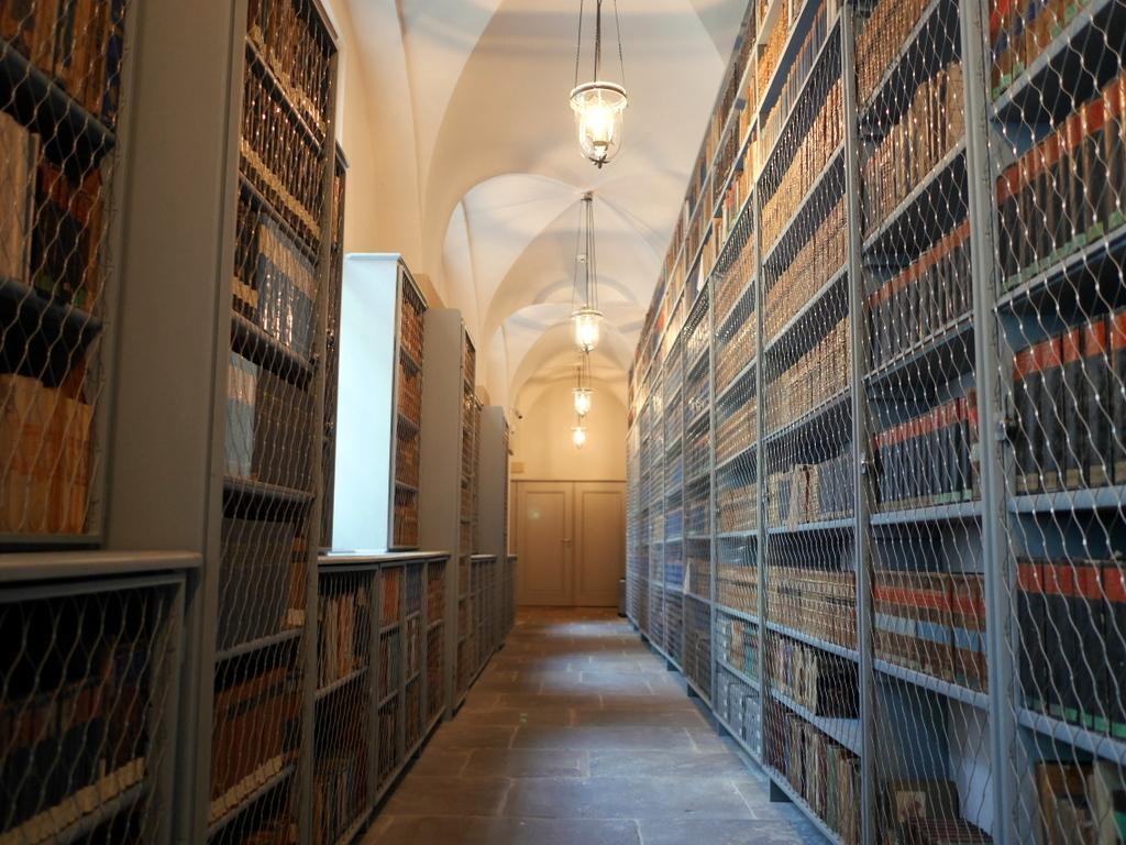 ゲルリッツ 博物館 ゲルリッツ歴史博物館  オーバーラウジッツ学術図書館  廊下にも所狭しと書棚がある  @Oberlausitzische Bibliothek der Wissenschaften