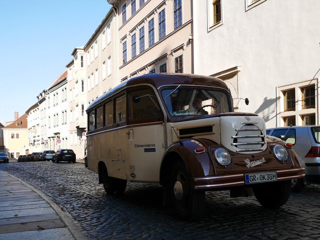ゲルリッツ ドイツ ゲルリッツ駅 ザンクト ペテルス教会  古いバスを利用したガイドツアー @Görlitz