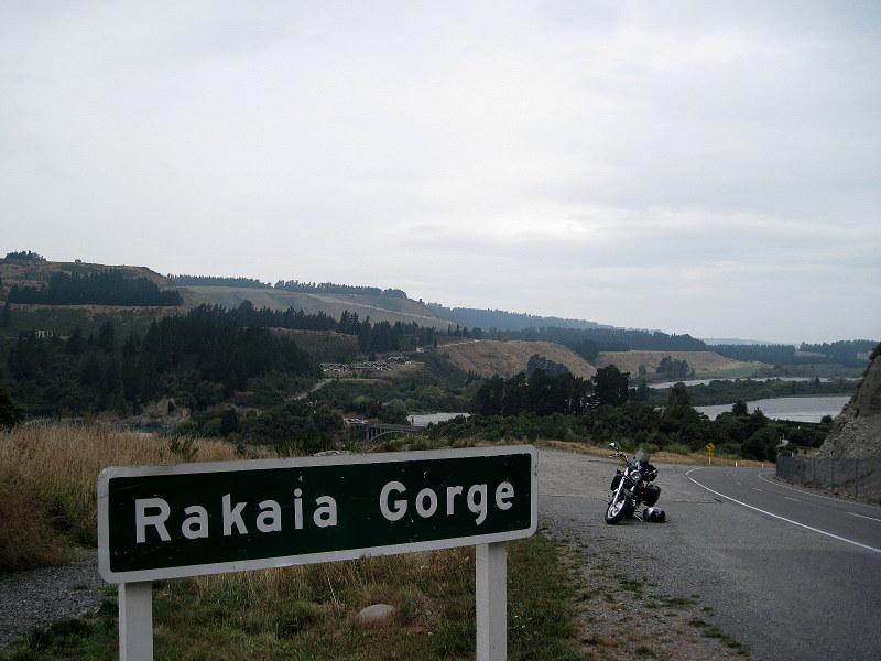 海外ツーリング ニュージーランド ロード オブ ザ リング オートバイレンタル クライストチャーチ 空港 テカポ湖 ラカイア川(Rakaia River)を臨む @Rakaia Gorge