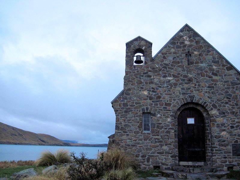 海外ツーリング ニュージーランド ロード オブ ザ リング オートバイレンタル クライストチャーチ 空港 テカポ湖 テカポ湖にある善き羊飼いの教会をチラ見 @Church of the Good Shepherd