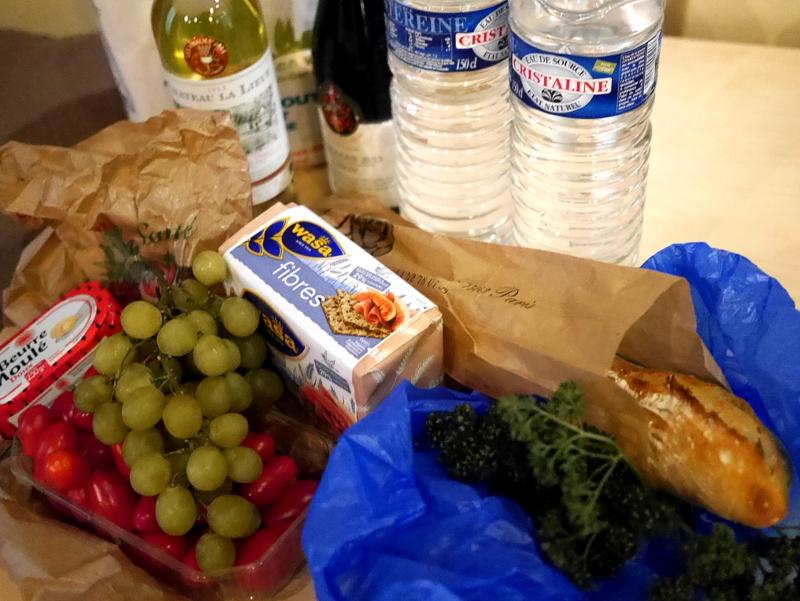 海外アパートメント泊  海外でアパートを借りる方法 朝市で果物やバケットを買ってくる @Paris