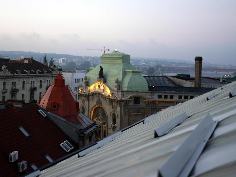 海外アパートメント泊  海外でアパートを借りる方法 天窓からの眺めが素敵だったアパート @Beograd