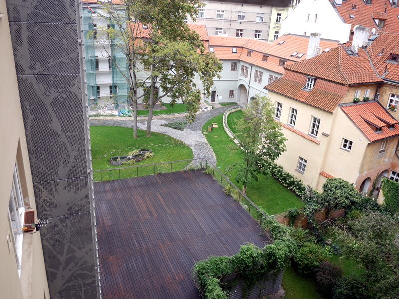 海外アパートメント泊  海外でアパートを借りる方法 素敵な中庭から心地よい風が入るアパート @Prague