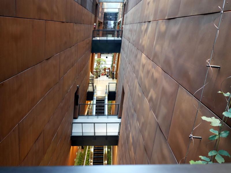 グダニスク グダンスク ダンツィヒ 博物館 戦争 ポーランド ヨーロッパ連帯センター 展示スペースは広大で3層もある @Europejskie Centrum Solidarnośc