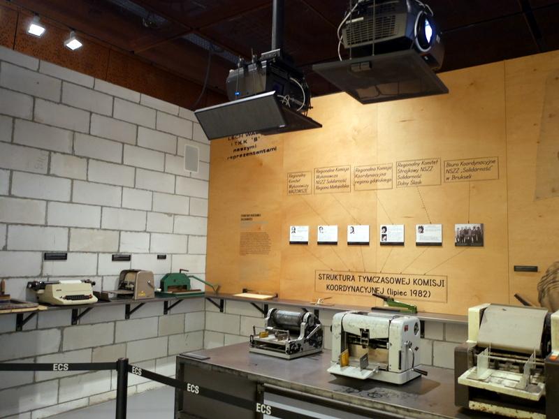 グダニスク グダンスク ダンツィヒ 博物館 戦争 ポーランド ヨーロッパ連帯センター 印刷機などの展示 @Europejskie Centrum Solidarnośc