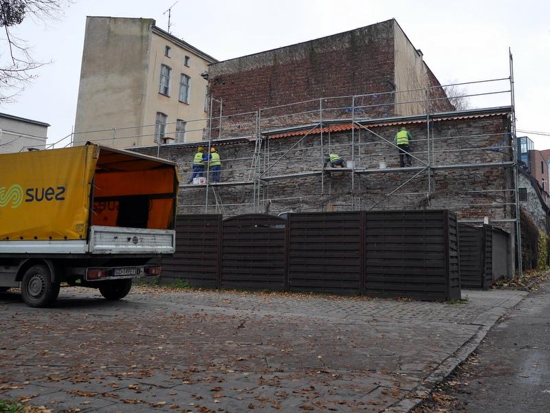 グダニスク グダンスク ダンツィヒ 博物館 戦争 ポーランド ポーランド郵便局 ポーランド郵便局員が並ばされた壁 @Poczta Polska